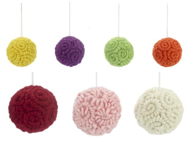 7 woolen baubles